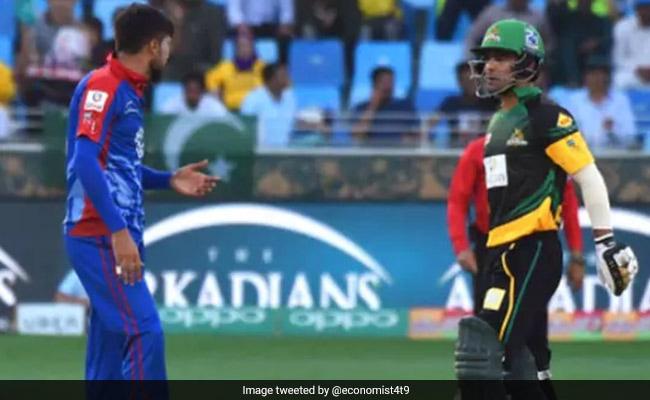 ग्राउंड पर भिड़ गए दो पाकिस्तानी खिलाड़ी, VIDEO में देखें पूरा बवाल