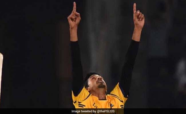 PSL में विकेट लेने के बाद IRON MAN बन गया ये गेंदबाज, टी-शर्ट उतार किया ऐसा
