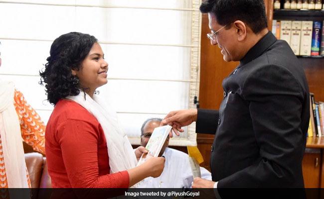 गणित में फेल होने के बाद घर से भागी छात्रा को पीयूष गोयल ने दी पीएम मोदी की किताब 'एग्जाम वारियर्स'