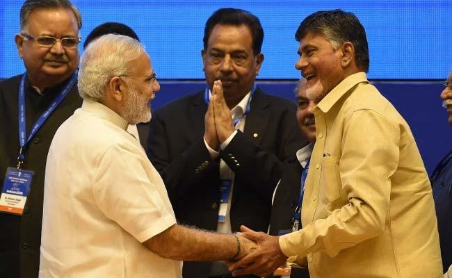 TDP के दोनों मंत्री अशोक गजपति राजू और वाईएस चौधरी ने पीएम मोदी को सौंपा इस्तीफा