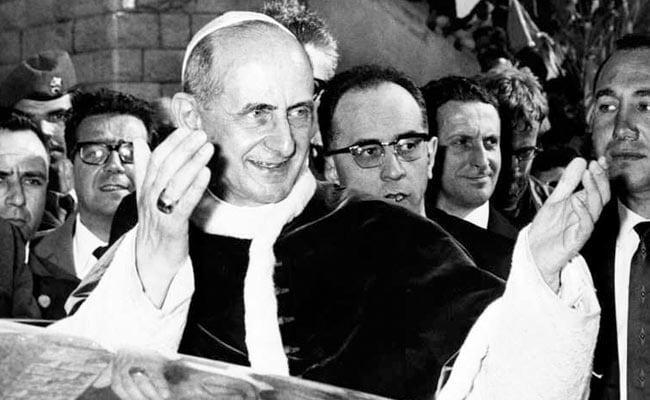 Pope Francis approves sainthood for Archbishop Oscar Romero, Pope Paul VI
