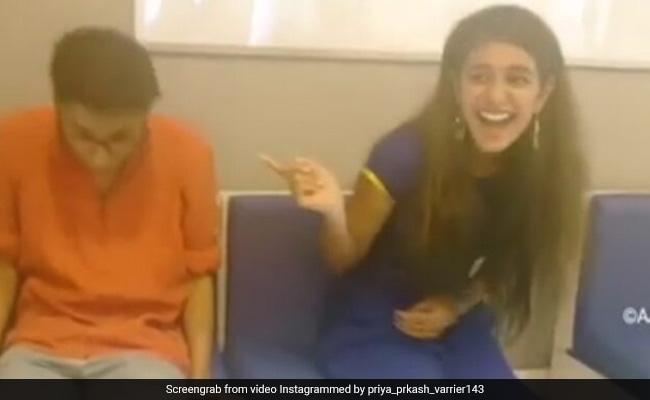 Priya Prakash Varrier: जब मछलियों ने काटा तो ठहाका लगाकर हंसीं इंटरनेट सनसनी, Video हुआ वायरल