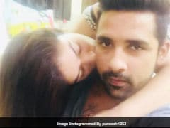 <i>Bigg Boss 11</i>'s Bandgi Kalra And Puneesh Sharma Trolled For 'Copying' Anushka Sharma And Virat Kohli's Viral Kiss Pic