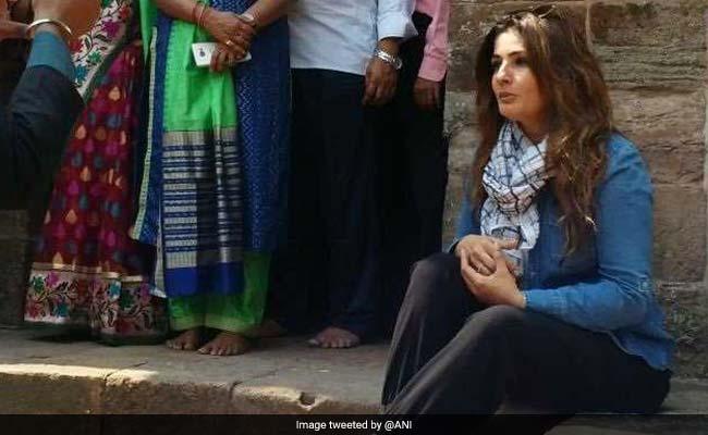 रवीना टंडन के खिलाफ केस दर्ज, लिंगराज मंदिर परिसर में शूटिंग का आरोप