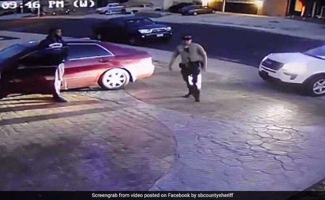 VIDEO: पुलिस की वर्दी पहनकर शहर में घूम रहा था लड़का, असली पुलिस ने पकड़ा तो देखें क्या हुआ
