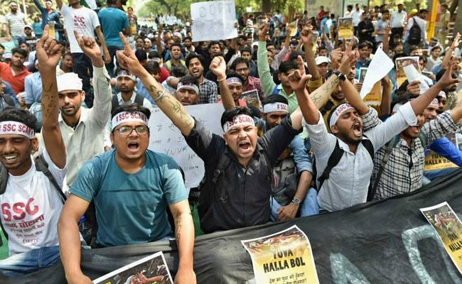 SSC उम्मीदवारों ने परीक्षा में हुई धांधली के विरोध में किया जोरदार प्रदर्शन, पुलिस से भी भिड़े