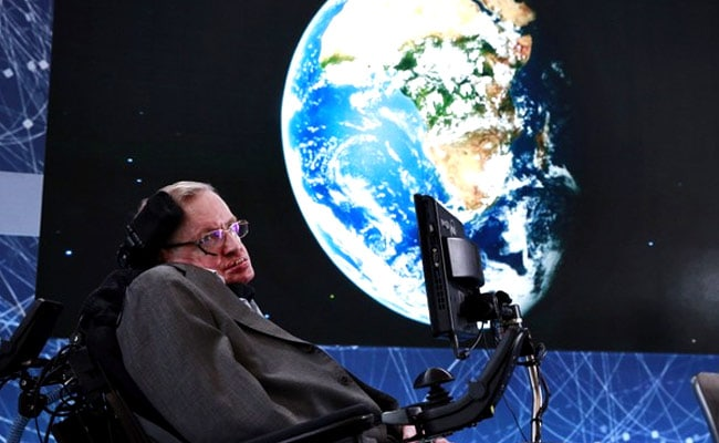 Benedict Cumberbatch Leads Tributes to Stephen Hawking at Memorial Service
