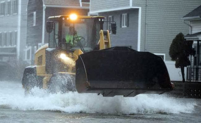 7 Dead, Streets Flooded, Cities Paralyzed By Massive US East Coast Storm