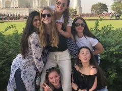 Gauri Khan Takes Suhana And Her Friends On A Field Trip To The Taj Mahal
