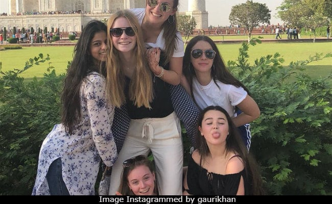 Gauri Khan Takes Suhana And Her Friends On A Field Trip To The Taj Mahal