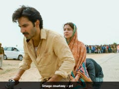 Varun Dhawan's <i>Sui Dhaaga</i> Cycle Ride, Anushka Sharma Rides Pillion