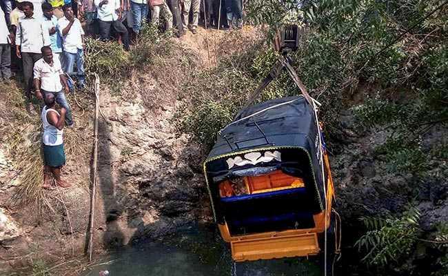 तेलंगाना में कुएं में गिरा ऑटो रिक्शा, 6 बच्चों समेत 10 की मौत