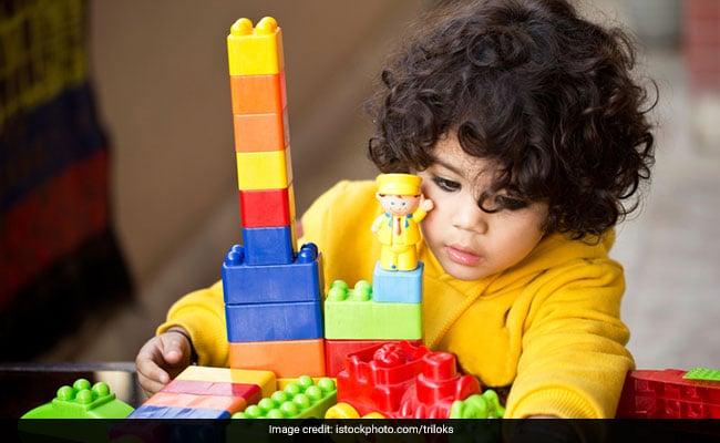 खाना या पढ़ाई ही नहीं, बच्चों को खिलौने देते वक्त भी बरते सावधानियां, पढ़ें 5 बातें
