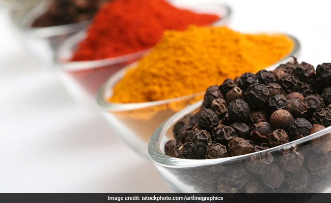 5 Proven Health Benefits Of Having Turmeric And Black Pepper Together