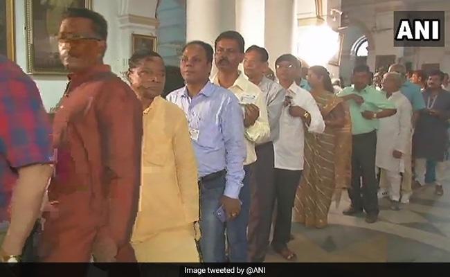 बंगाल के पंचायत चुनाव शर्मसार करने वाले हैं