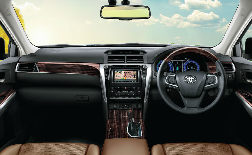 Toyota Camry 2018 Interior >> 2018 Toyota Camry Hybrid Introduced In India With New