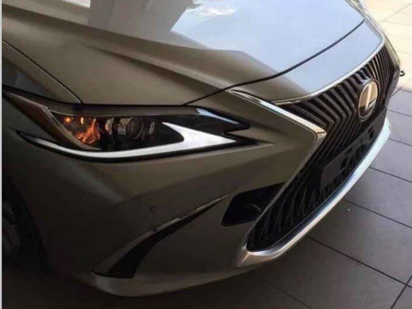es sedan split com eminent with white hybrid pearl lexus models luxury five large spoke in