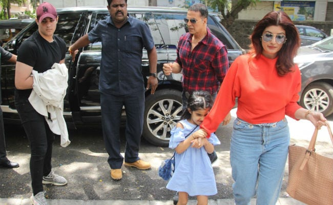 At Sunday Lunch With Kids: Akshay Kumar And Twinkle Khanna