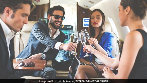 Here's Why You Should Never Drink Alcohol While On A Flight