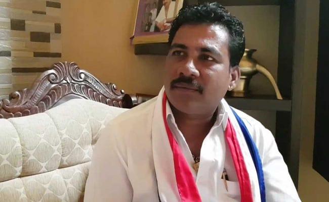 कर्नाटक विधानसभा चुनाव: एक ऐसा निर्दलीय उम्मीदवार, जो कभी चाय बेचता था आज है 322 करोड़ का मालिक