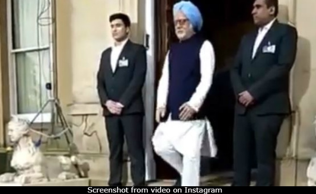 We Can't Get Over How Much Anupam Kher Looks Like Manmohan Singh In This Video