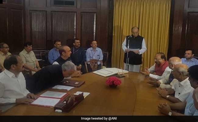 वित्त मंत्री अरुण जेटली ने राज्यसभा सांसद के रूप में शपथ ली