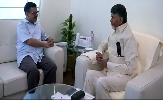 Naidu rallies CMs against Modi, backs Kejriwal