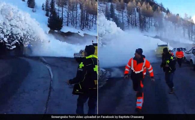 बर्फ की सुनामी आई तो डरकर भागने लगे लोग, VIDEO में देखें खतरनाक हादसा