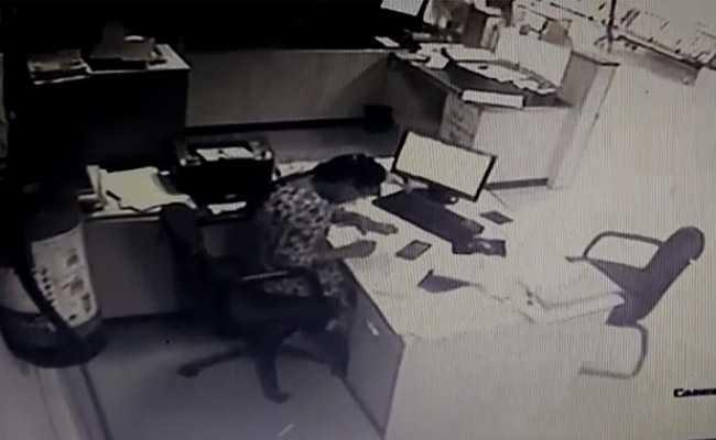 कर्मचारियों के हौसले के आगे उल्टे पैर भागने को मजबूर हुए बैंक लूटने आए हथियारबंद बदमाश