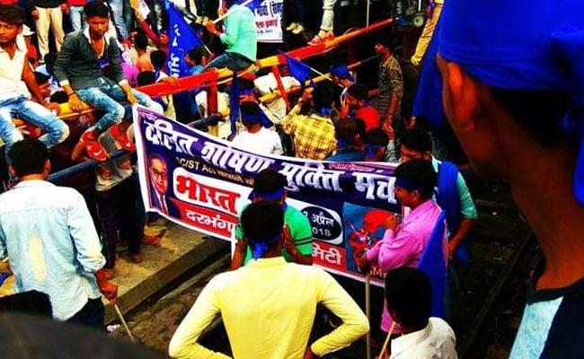 SC/ST एक्ट पर सुप्रीम कोर्ट के फैसले के खिलाफ भारत बंद, जमानत के लिए अरिजीत शाश्वत पहुंचे हाईकोर्ट, 5 बड़ी खबरें
