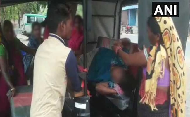 Woman Gives Birth In Auto Outside Health Centre, Told Doctors Unavailable