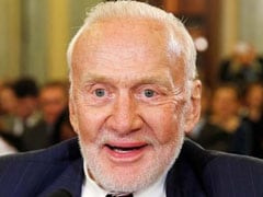 """Buzz Aldrin Upset """"First Man"""" Does Not Have Flag-Planting Scene"""