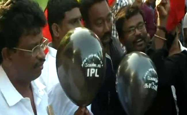 Cauvery Issue: Admist Strong IPL Protests, Match Between Chennai Super Kings (CSK) And Kolkata Night Riders (KKR) Begins