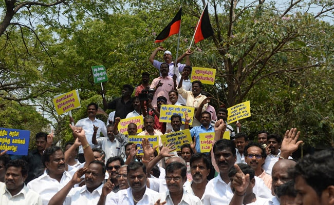 Cauvery Issue: DMK Steps Up Protests, Blocks Roads In Chennai, 200 Detained