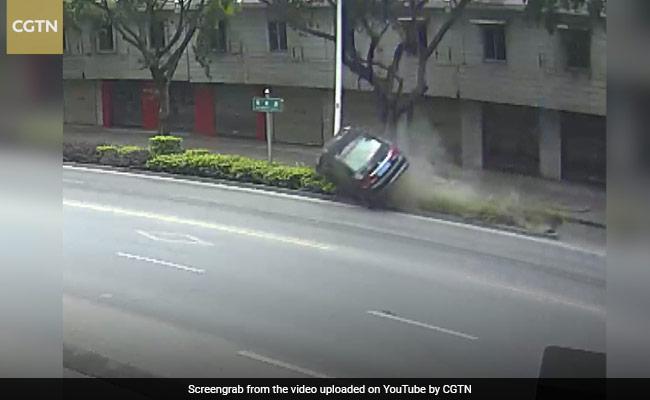 फिल्मी स्टाइल में हुआ कार एक्सीडेंट, शराब पीकर ड्राइवर ने किया ऐसा