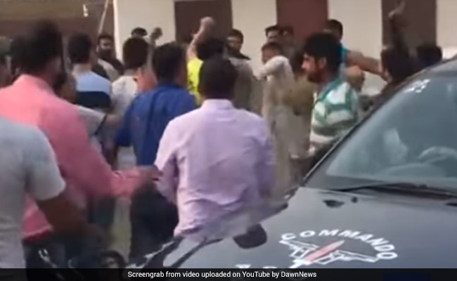 Watch: Chinese Workers Thrash Pak Cops For Harassing Them At China-Pakistan Project Site