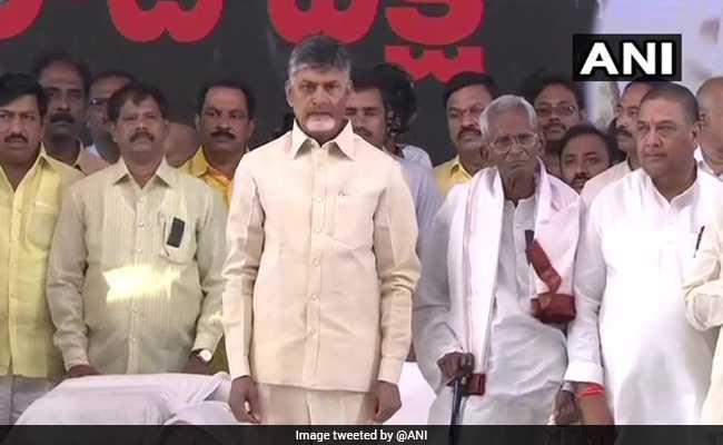 आंध्र प्रदेश को विशेष राज्य का दर्जा: जन्मदिन पर मोदी सरकार के विरोध में भूख हड़ताल पर बैठे चंद्रबाबू नायडू