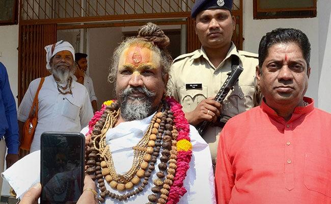 मध्य-प्रदेश में साधु-संतों का कांग्रेस को समर्थन, BJP पर बोले- जो राम का नहीं, वो किसी काम का नहीं