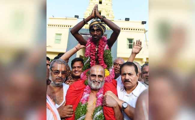 Video: Hyderabad Priest Carries Dalit Man Into Temple On His Shoulders