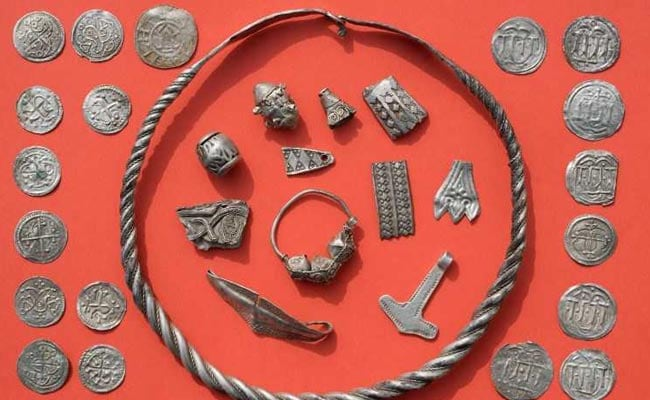 13-Year-Old Digs Up Danish King's Treasure Trove - In Germany
