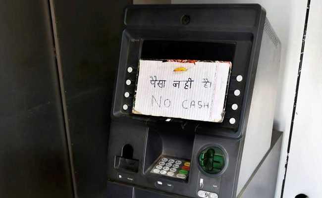 बैंक अधिकारियों ने कहा, नकदी की आपूर्ति सुधरी, संकट कायम