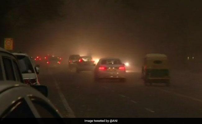 यूपी में आंधी तूफान से 45 की मौत, आगरा में अकेले 36 लोगों की गई जान