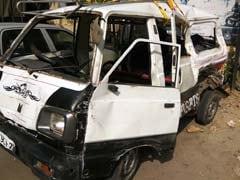 दिल्ली: तेज़ रफ़्तार टेंपो और स्कूल वैन की टक्कर, एक की मौत और 17 घायल