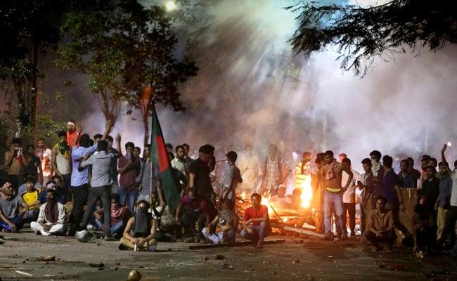 Clashes Turn Dhaka University Into Battleground; More Than 100 Injured