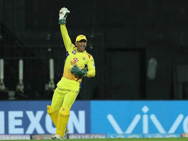 IPL 2018: Fan Girl Professes Her Love To MS Dhoni During Live Match