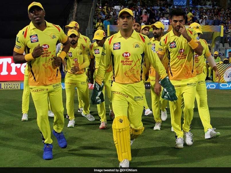 IPL 2018: Fan Touches MS Dhoni