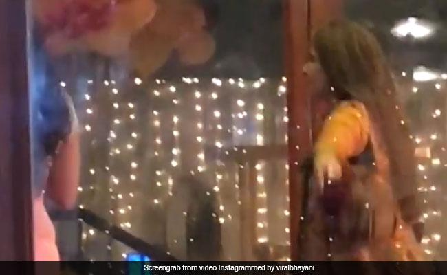 राजेश खन्ना का बजा 'जय जय शिव शंकर' तो खुद को रोक नहीं पाईं डिंपल कपाड़िया, और यूं लगीं थिरकने