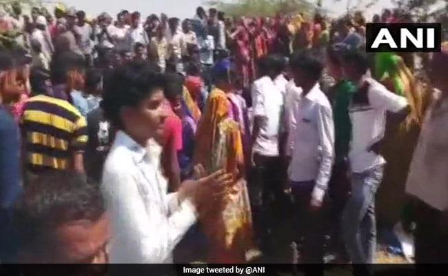 गुजरात : प्रदर्शन कर रहे किसानों पर पुलिस ने छोड़े आंसू गैस के गोले, 5 घायल, 50 हिरासत में