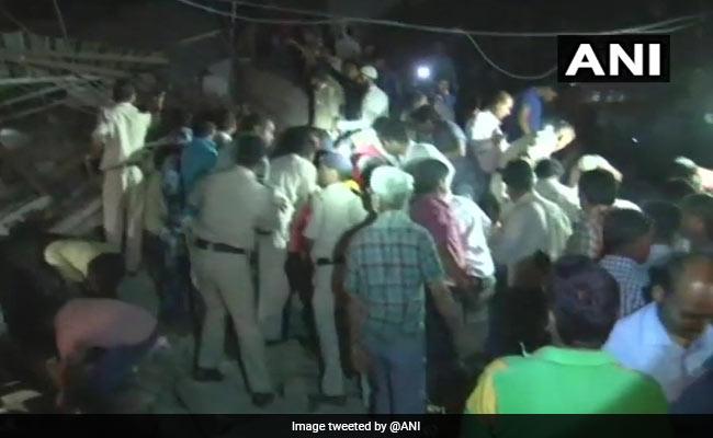 मध्य प्रदेश:  इंदौर में इमारत ढहने से 10 लोगों की मौत, कई लोगों के दबे होने की आशंका