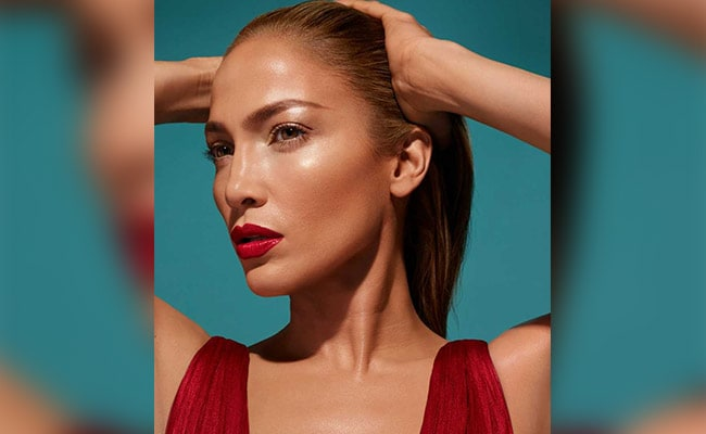 Jennifer Lopez Will Launch A Makeup Collaboration With Inglot Cosmetics